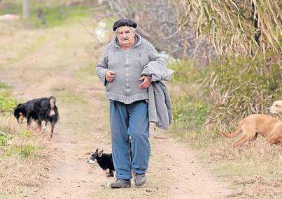 """José """"Pepe"""" Mujica - Il presidente più povero del mondo - Mujica presidente mas pobre - Mujica the poorest president"""