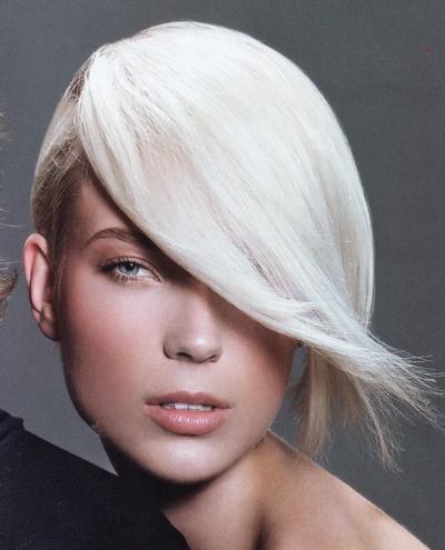 Taglio di capelli femminile con ciuffo